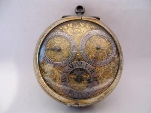 Cipollone da petto con indicazione di ore, data, giorni, fasi e giorno lunare
